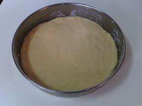 Снимка 8 от рецепта за Венец с кашкавал, сирене, колбас и лютеница