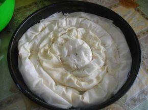 Снимка 5 от рецепта за Вита баница със сирене