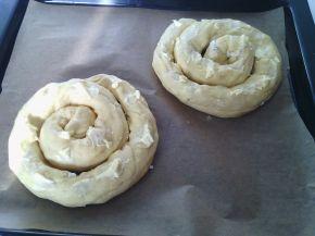 Снимка 3 от рецепта за Вити охлюви с маргарин, белтък и сирене