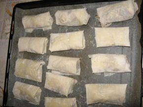 Снимка 2 от рецепта за Вкусни пликчета с пилешко месо, гъбки и топено сирене