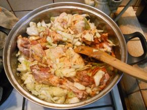 Снимка 2 от рецепта за Заек със зеле и домати