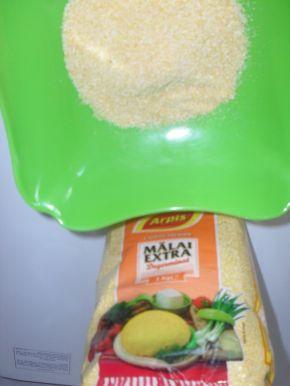 Снимка 4 от рецепта за Закуска с брашно и царевичен грис