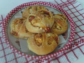 Снимка 2 от рецепта за Закуски-кошници със сирене, колбас, апетитка и чубрица