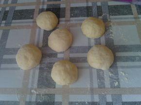 Снимка 5 от рецепта за Закуски-кошници със сирене, колбас, апетитка и чубрица
