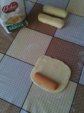 Снимка 2 от рецепта за Закуски с ким и кренвирши