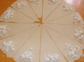 Снимка 7 от рецепта за Закуски с мас