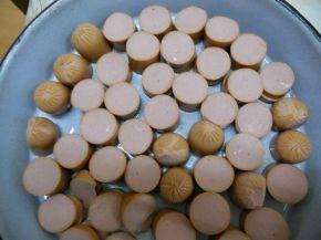 Снимка 2 от рецепта за Запечени кренвирши с кашкавал и яйца