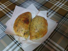 Снимка 2 от рецепта за Затворени питки със сирене на фурна