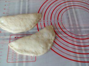 Снимка 3 от рецепта за Затворени питки със сирене на фурна