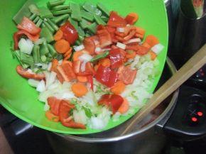 Снимка 3 от рецепта за Зеленчукова супа с обезкостено пилешко месо