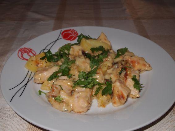 Снимка 1 от рецепта за Сметаново пиле с картофи и топено сирене