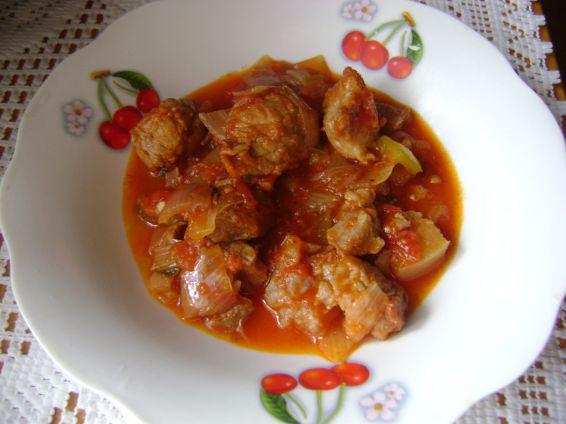 Снимка 1 от рецепта за Свинско с много лук и домати