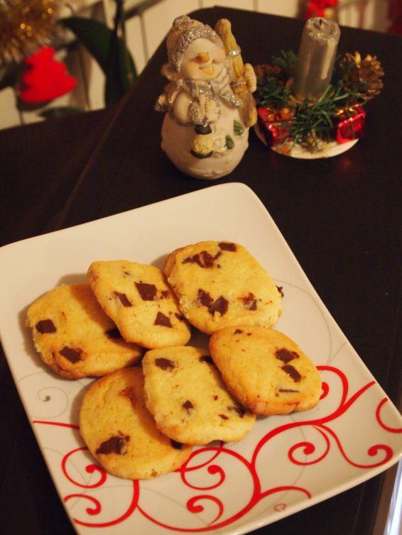 Снимка 1 от рецепта за Хрупкави бисквити с парченца шоколад