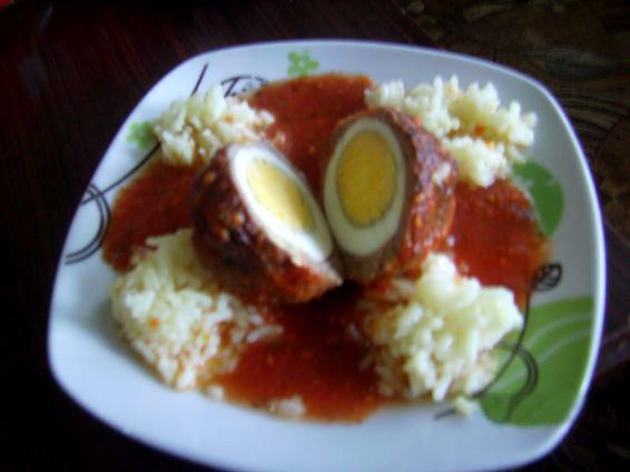 Снимка 1 от рецепта за Скрити яйчица в доматен сос