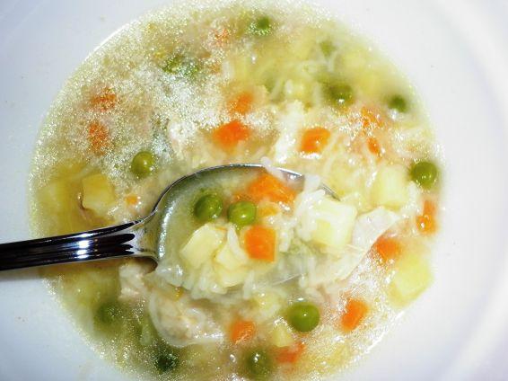 Снимка 1 от рецепта за Пилешка супа с грах и други зеленчуци