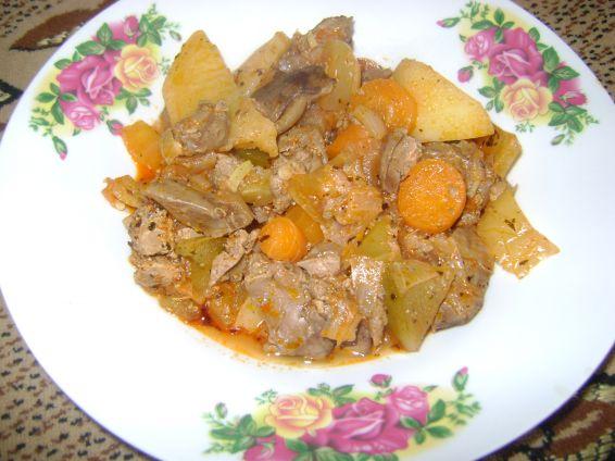 Снимка 1 от рецепта за Пилешки дробчета с кисели домати и моркови