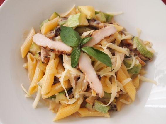 Снимка 1 от рецепта за Пенне с тиквички и мариновани `песто` филенца