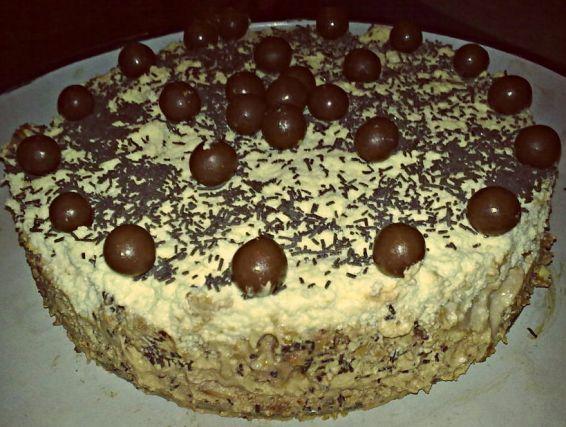 Снимка 1 от рецепта за Бисквитена торта с шоколадов и мока мус