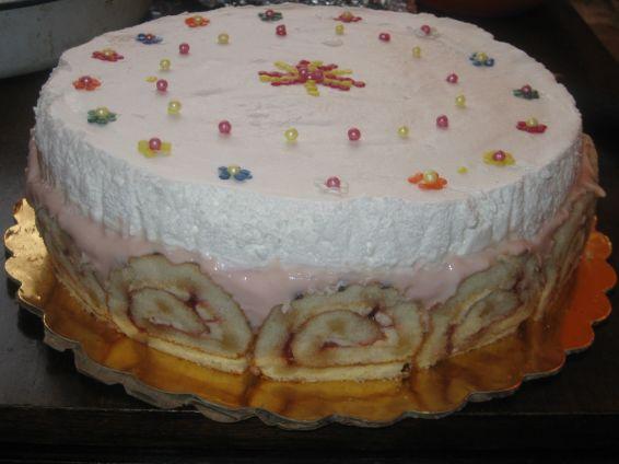 Снимка 1 от рецепта за Торта от рула с крем и банани