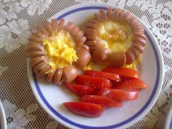 Снимка 1 от рецепта за Маргаритки от кренвирш и още нещо