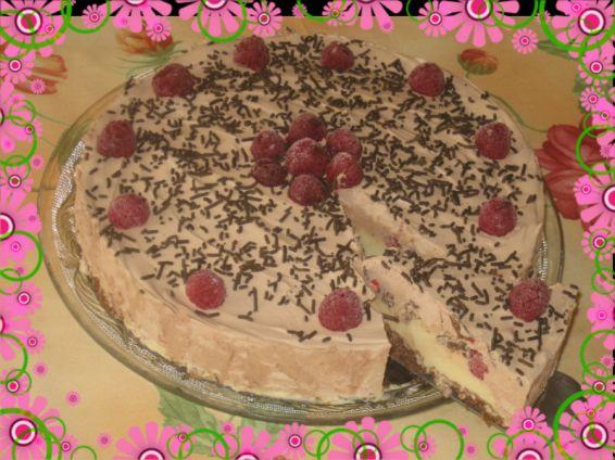 Снимка 1 от рецепта за Сладоледена торта с течен шоколад