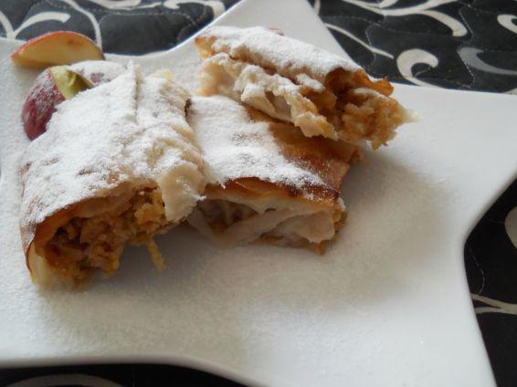 Снимка 1 от рецепта за Ябълков щрудел с готови кори