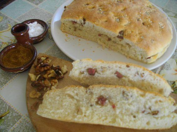 Снимка 1 от рецепта за Селска питка със салам и орехи