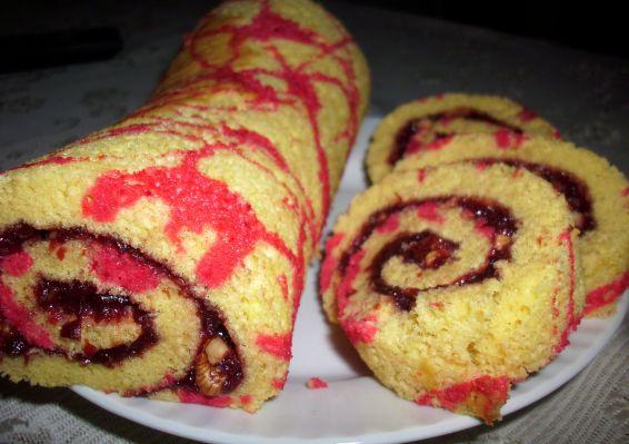 Снимка 1 от рецепта за Цветно руло със сладко