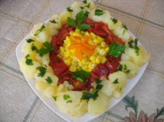 Снимка 1 от рецепта за Салата от картофи, чушки и царевица