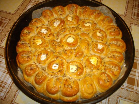 Снимка 1 от рецепта за Питка с три вида брашно и сирене