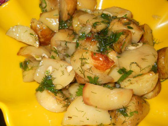 Снимка 1 от рецепта за Пресни картофи с копър и чесън