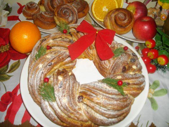 Снимка 1 от рецепта за Коледен венец и охлюви с канела