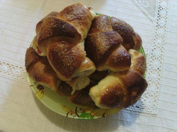 Снимка 1 от рецепта за Козуначени кифли с аромат на портокал и локум