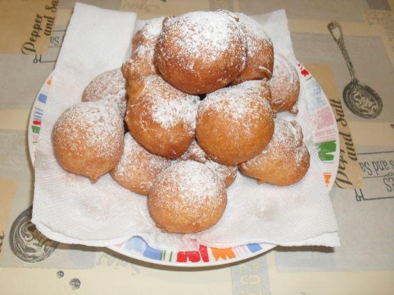 Снимка 1 от рецепта за Тиганици с бакпулвер и ракия