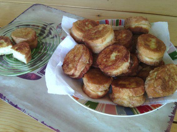 Снимка 1 от рецепта за Парти пържени филийки с пълнеж със сирене