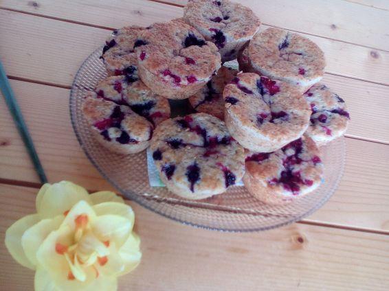 Снимка 1 от рецепта за Мъфини с малини, къпини, касис и боровинки