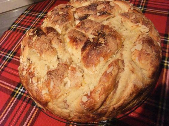 Снимка 1 от рецепта за Великденски козунак със стафиди и канела