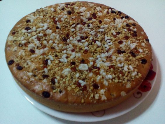 Снимка 2 от рецепта за Козуначен кекс със захарни перлички, орехи и стафиди