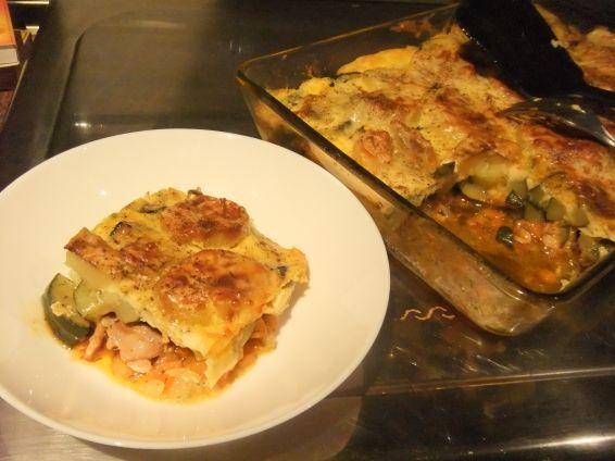Снимка 1 от рецепта за Запеканка с пилешко филе, тиквички и сварени картофи
