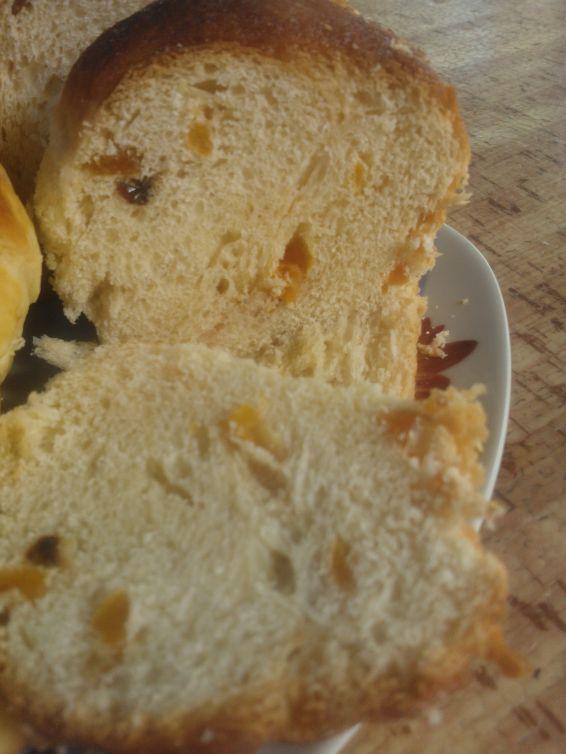 Снимка 3 от рецепта за Великденски козунак със стафиди, шоколад и сушени кайсии