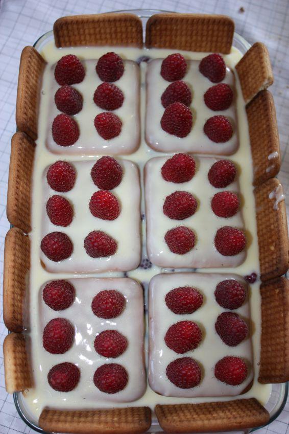 Снимка 2 от рецепта за Бисквитена торта с малини