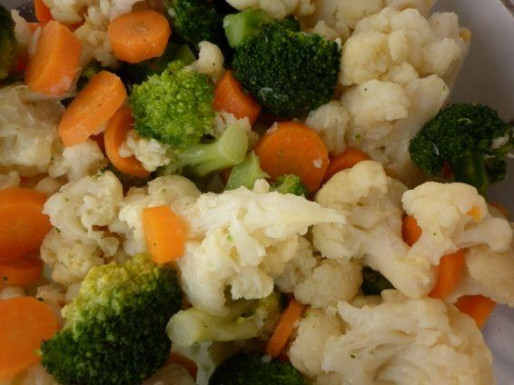 Снимка 2 от рецепта за Броколи, карфиол и моркови със сос Бешамел