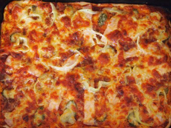 Снимка 2 от рецепта за Домашна пица с готово тесто