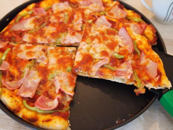 Снимка 5 от рецепта за Домашна пица с готово тесто