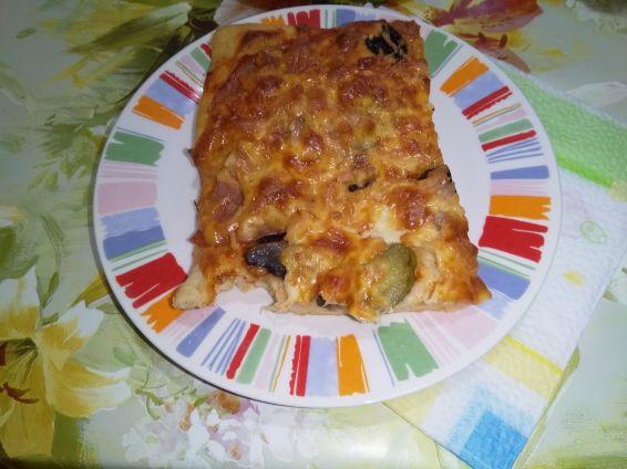 Снимка 7 от рецепта за Домашна пица с готово тесто