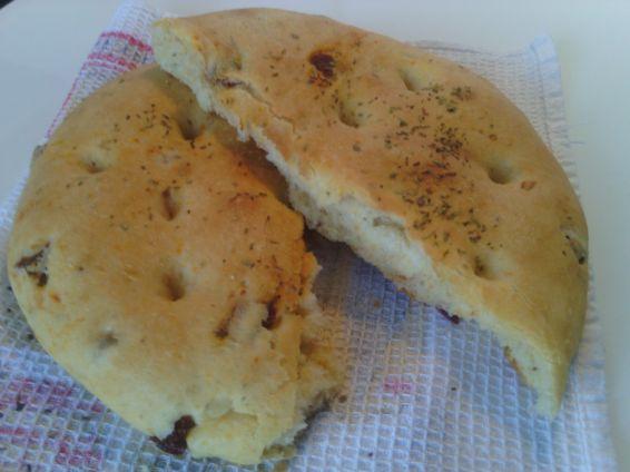Снимка 3 от рецепта за Фокача със сушени домати и зехтин