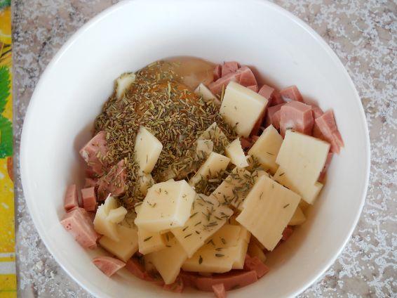 Снимка 3 от рецепта за Гъби с шунков колбас, кашкавал и топено сирене