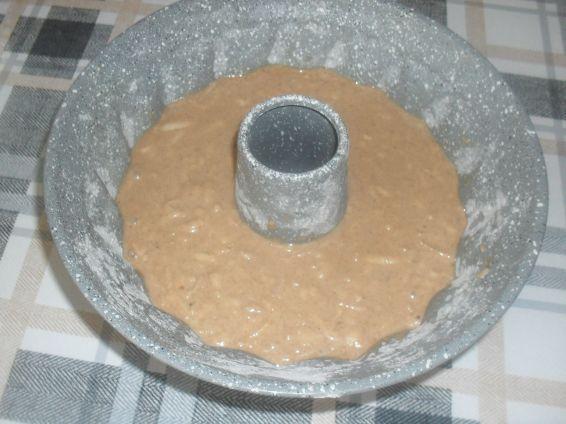 Снимка 2 от рецепта за Ябълков кекс с кайсиеви ядки