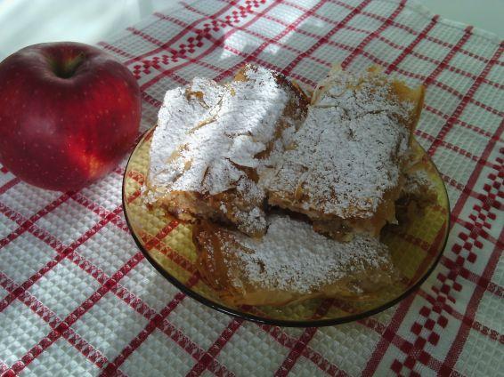 Снимка 6 от рецепта за Ябълков щрудел с готови кори