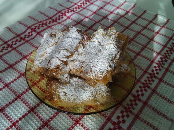 Снимка 7 от рецепта за Ябълков щрудел с готови кори